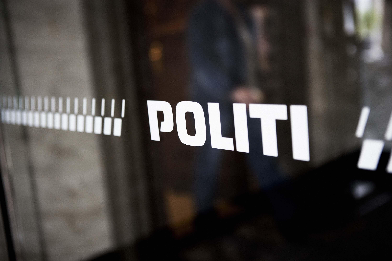 Politilogo på rude