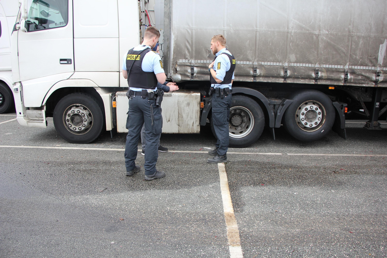 En hollandsk chauffør blev kaldt til standsning ved Karlslunde Rasteplads i sydgående retning mandag den 27. september, da betjente fra Tungvognsc...