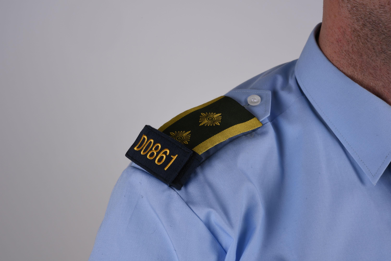 Markeringsnummer på uniformsskjorte
