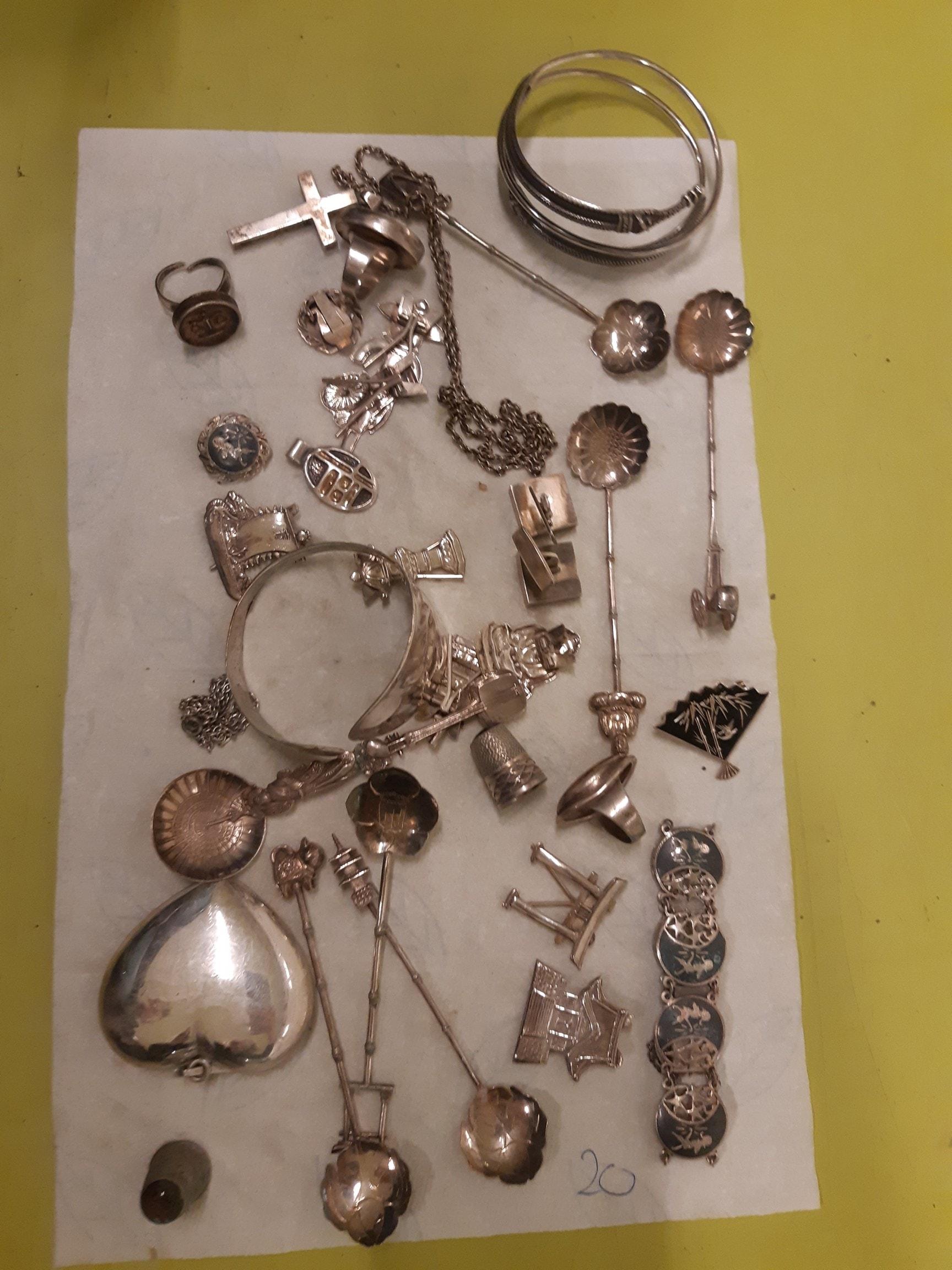 Bestik, smykker og sølvgenstande fundet i Boserup Skov, Roskilde
