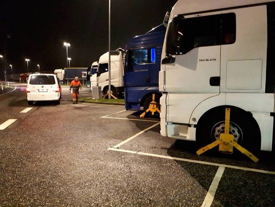 Søndag den 26. januar 2020 udførte politiets Tungvognscenter Nord kontrol på rastepladser omkring Aarhus. 15 lastbiler blev kontrolleret. Der blev udskrevet bøder for i alt 249.500 kroner.