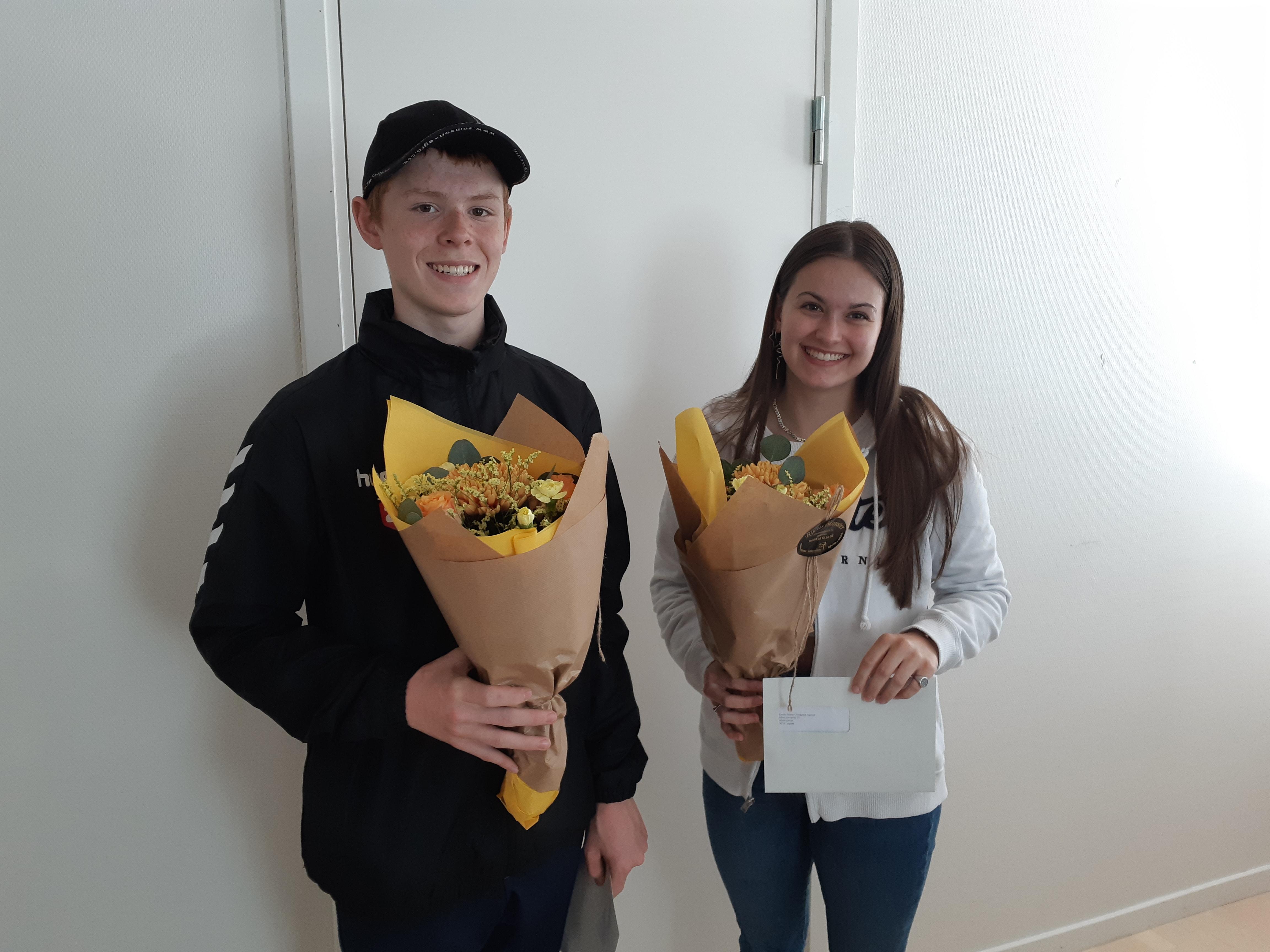 De to vidner Emilie Agesen (17 år) og Mathias Nordborg (16 år) modtog tirsdag den 8. juni begge en dusør på 500 kr. og en buket blomster fra Nordjyllands Politi i Himmerland. Dusøren fik de for deres indsats som meget aktive vidner i en røverisag den 26. februar 2021.