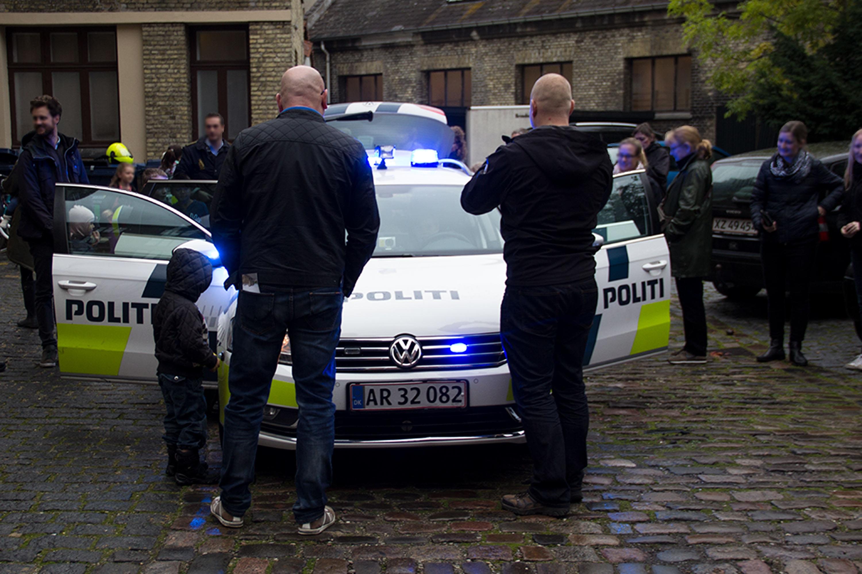 Praktisk info. Politi i museumsgården